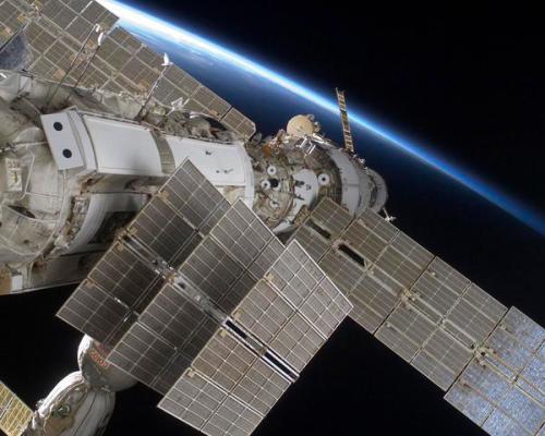 La estacion y el horizonte de la Tierra. Una vista espectacul... on Twitpic