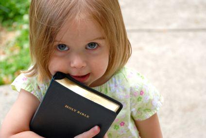 littlegirl bible صور اطفال كيوت و صور اطفال جميلة جدا جديدة 2014