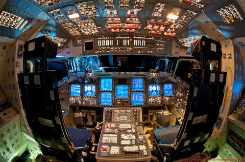 Endeavour_flight_deck-web