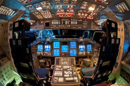 Endeavour_flight_deck-web