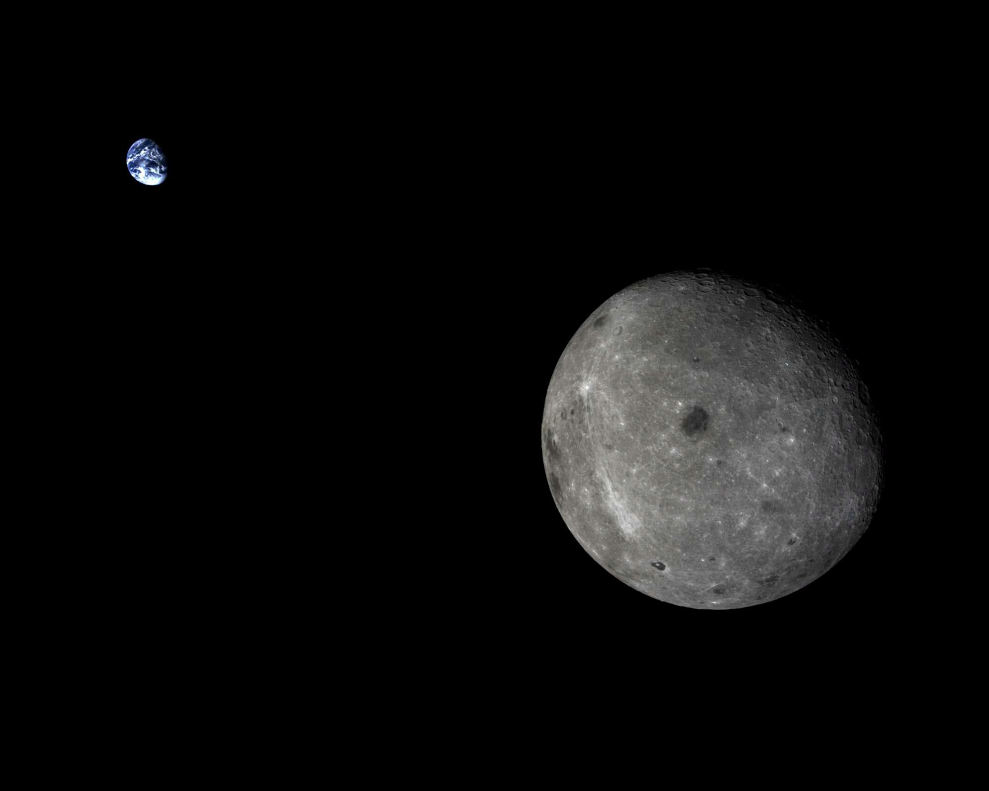 Unusual photo of Moon and Earth  | Open Parachute