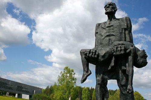 800px-Khatyn_Memorial,_Belarus