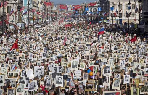 pc-150509-immortal-regiment-jsw-03_4dd6a50cf7f3448b58856367221051d8.nbcnews-ux-1440-900